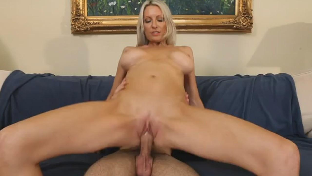 Порно прыгает на ее упругой попе — photo 3