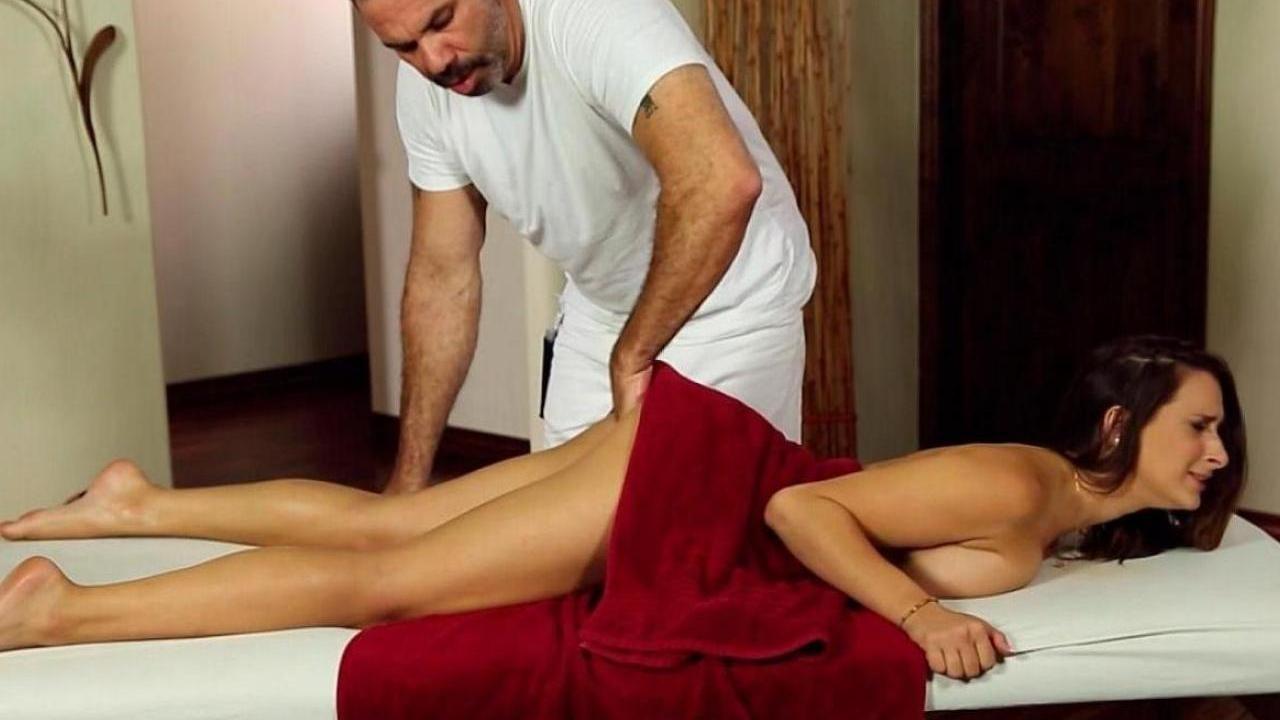 Порно мамки на массажном столе