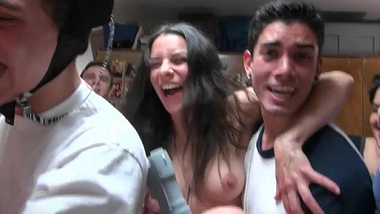 Елочка презерватив пьяные девки подсмотрел видео смотреть поклонник порно