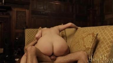 video-trahnul-neznakomuyu-devushku-porno-foto-povnih-volosatih-zhnok