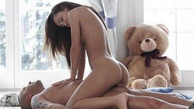 Порно оседлала с верху