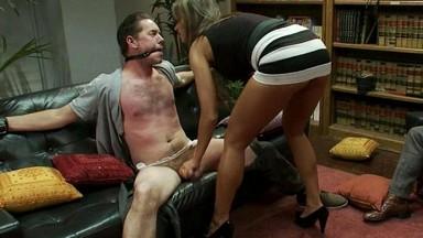Жена ласкает член мужа ногами