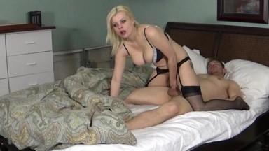 Блондинка балуется с пиздой фото 364-14